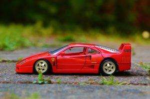 EXLIBRA. Co jest korzystniejsze leasing czy kredyt na samochód?