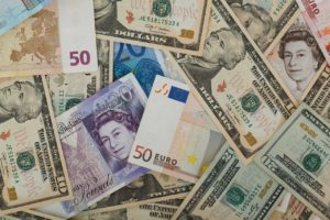 EXLIBRA. Wymiana waluty- Bank czy kantor? Która oferta jest korzystniejsza?